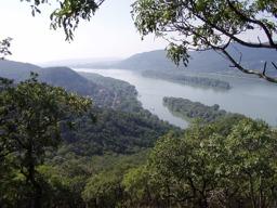 Dunaj a pohorie burda pri sútoku rieky Ipeľ